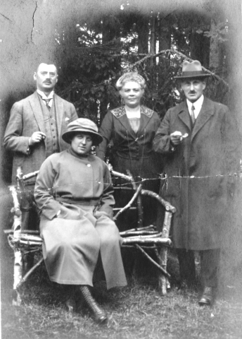 Photo 1- Ludwig and Else Bodenheime 1918 with mystery couple